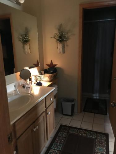 Ensuite bathroom to White River Bedroom